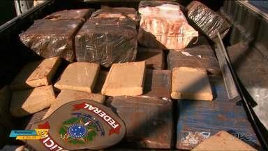 Polícia apreende uma tonelada de maconha em Foz do Iguaçu - A droga estava em cinco carros, uma pessoa foi presa.