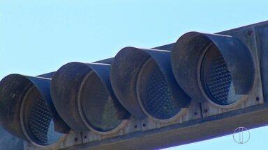 Apesar da promessa, sinais de trânsito de Cabo Frio, RJ, continuam sem funcionar - Prefeitura de Cabo Frio, RJ, vai realizar licitação para iniciar reparos de sinais de trânsito.