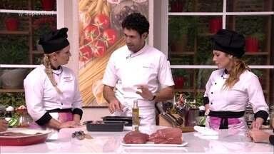 Rodrigo Oliveira ensina a selar a carne no forno - Ele mostra aos participantes do Super Chef Celebridades como selar a carne para a rabada
