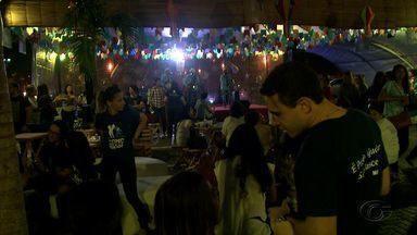 Quermesse das Pastorais movimenta shopping em Maceió - Evento conta com doações e ajuda de voluntários.