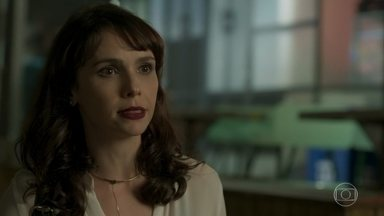 Irene pede que Mira tente descobrir mais sobre Otávio com Heleninha - Arquiteta fica apreensiva com a possibilidade de ser desmascarada