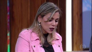 Tatiana Amaral lê trecho de seu livro erótico - undefined