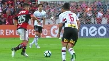 Melhores momentos de Flamengo 2 x 0 São Paulo pela 11ª rodada do Campeonato Brasileiro - Guerreiro e Diego marcaram na vitória do Rubro Negro.