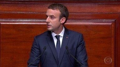 Emmanuel Macron propõe reduzir Parlamento da França em um terço - A ideia é aumentar a produtividade do Legislativo e promover a renovação de deputados e senadores.