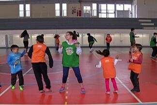 Programa 'Super Ferias' oferece atividades recreativas no Sesi - Iniciativa já começou no Sesi de Mogi das Cruzes. Objetivo é promover atividades para as crianças durante as férias escolares.