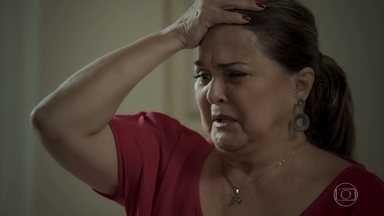 Aurora desabafa com Caio sobre situação de Bibi - Ela revela que sabia do plano de fuga de Rubinho e torce para que a filha se arrependa e volte para casa