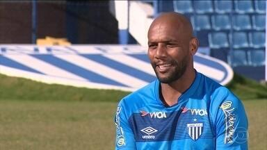 Esporte Espetacular faz três perguntas para Maicon - Lateral-direito ex-Inter de Milão está de volta ao Brasil no Avaí