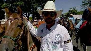 Cavaleiro das Américas conclui viagem beneficente entre Barretos e Ushuaia, na Argentina - Filipe Leite percorreu 8 mil quilômetros arrecadando doações ao Hospital de Câncer.