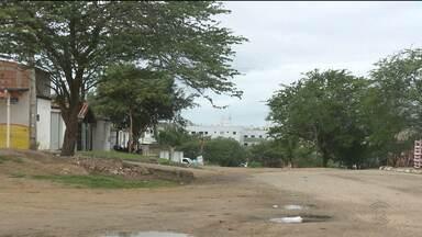 Bandidos fazem arrastão em residência do bairro Dinamérica, em Campina Grande - Os moradores contaram a polícia que um homem chegou armado anunciando o assalto.