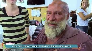 Leopoldo Pacheco mostra a caracterização de Fred Sem Alma - Ator precisou se transformar para viver o pirata rival de Thomas em 'Novo Mundo'