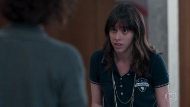 Lica faz um acordo com Marta - Marta promete não contar para Edgar sobre o cigarro que encontrou com a filha e Lica garante que nunca mais vai fumar