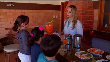 Aprenda lanches saudáveis para servir para as crianças durante as férias - Essa é uma forma de evitar aquelas guloseimas muitas vezes industrializadas, cheias de sódio, calorias e açúcar.