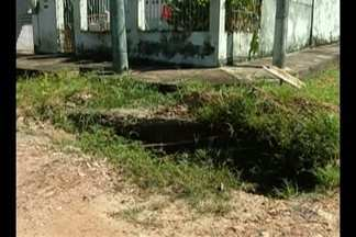 'Calendário JL' volta ao Conjunto Guajará para verificar se buraco foi tapado - Os moradores reclamam de como a rua ficou depois que uma equipe da Prefeitura foi fazer o serviço de tapa-buracos.