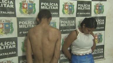 Homem preso em Santana trocava produto de roubos por drogas - Dupla foi presa na quarta-feira (12) pela Polícia Militar. Suspeita era procurada por assaltos.