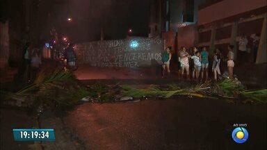 JPB2JP: Moradores fazem protesto no Padre Zé em João Pessoa - Por moradia.