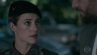 Jeiza pergunta para Caio sobre a gravidez de Bibi - Advogado acha bem estranho o questionamento da policial