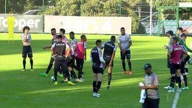 Depois de mais uma derrota, Atlético-MG pode ter mudanças no time para próximo confronto - Depois de perder para o Santos, treinador avisou que pode mudar a equipe