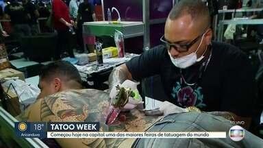 Tatoo Week reúne 3 mil profissionais do setor em São Paulo - Uma das maiores feiras de tatuagem do mundo reúne 600 stands para 3 mil profissionais mostrarem as novidades da arte de desenhar no corpo.