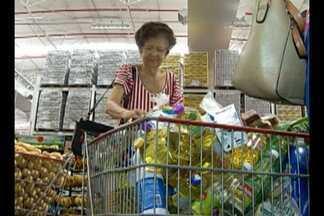 Movimento nos supermercados cresce com a queda dos preços - Para economizar nas ferias, consumidores aproveitam promoções.