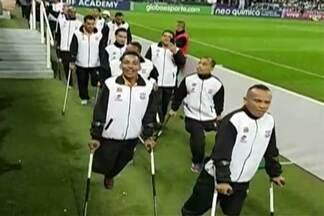 Após vitória, Corinthians/Mogi de amputados recebe homenagem - Time foi homenageado após partida entre o Corinthians e Ponte Preta.