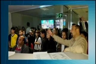 Alunos de escola em Bambuí visitam sede da TV Integração em Araxá - Emissora recebeu estudantes do Centro Educacional Evolução. Os 46 alunos foram acompanhados dos professores de literatura, geografia, história e artes.