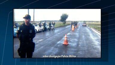 Operação conjunta entre PMs do Rio e ES fiscaliza veículos em São Francisco de Itabapoana - Durante a ação, 25 carros foram abordados e dois motoristas notificados.