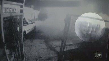 Motorista perde o controle e invade depósito de gás em Piracicaba - O condutor do veículo que provocou o acidente fez o teste do bafômetro e foi constatada a ingestão de álcool.