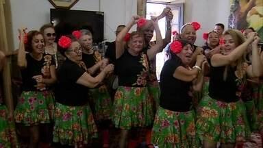 Música transforma a vida de idosas de abrigo de Olinda - Arte modificou a vida inclusive de mulheres das proximidades.