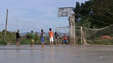 Por falta de manutenção, praças não podem ser opções de lazer em Bauru - Nesse período de férias, crianças e adolescentes costumam se reunir por mais tempo em áreas de lazer para brincar e praticar esportes. Mas, em Bauru muitos desses espaços estão com problemas.