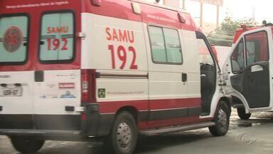 Com macas ocupadas por pacientes, ambulâncias ficam paradas no HGE - No início da manhã desta terça-feira (18), quatro ambulâncias do Samu estavam paradas no pátio da unidade porque as macas estavam ocupadas com pacientes.