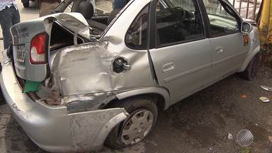 Viatura da PM bate em carro no cruzamento entre as avenidas Vasco da Gama e Ogunjá - Segundo a PM, as causas do acidente serão investigadas.