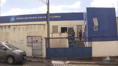 Parte do forro da escola municipal Eduardo Campos desaba - Ninguém ficou ferido.