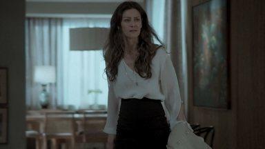 Joyce se enfurece ao ver Eugênio e o expulsa de sua casa - Irene gosta de ver o estado em que Joyce deixou seu apartamento
