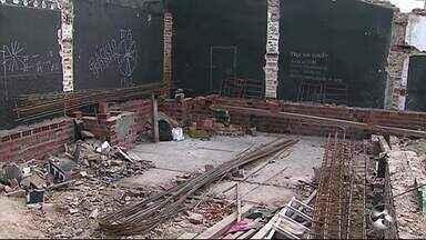 Teatro Experimental de Arte pede doações para reforma - Estrutura do teatro caiu após fortes chuvas em Caruaru.