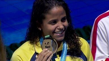 Etiene Medeiros faz história e se torna a primeira brasileira campeã mundial de natação - Por um centésimo de segundo, Etiene Medeiros é a primeira campeão brasileira do Mundial de Natação.