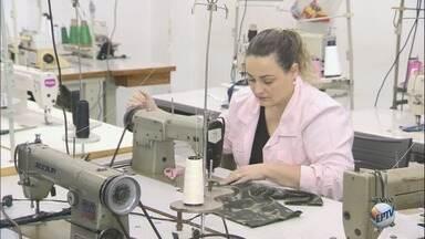 Centro de Qualificação Profissional oferece 1,8 mil vagas em Ribeirão Preto - Entre os cursos oferecidos estão informática, hotelaria, cuidador de idoso, gastronomia, panificação, corte e costura, bordado, crochê, garçom, barman, jardinagem, entre outros.