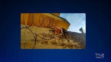 Polícia busca fugitivos de centro de ressocialização em Santa Inês - Segundo a polícia, os cinco homens escalaram o muro dos fundos do presídio e pularam a cerca de arame farpado.