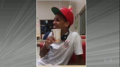 Fã de fast-food, Pedrinho é só alegria após primeiro gol pelo Corinthians - Fã de fast-food, Pedrinho é só alegria após primeiro gol pelo Corinthians