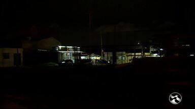 Moradores reclamam de falta de iluminação em praça da academia das cidades - Escuridão é no bairro São João da Escócia.