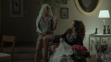 Jeiza será a noiva do arraial, e Edinalva reclama - Mãe de Rita coloca defeito na namorada de Zeca. Cândida se preocupa ao saber da fuga de Rubinho