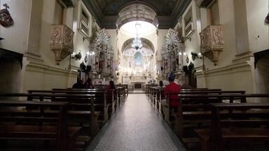 Igreja no Centro de São Paulo tem missa celebrada em japonês - Construída em 1840, a Igreja de São Gonçalo é frequentada por muitos imigrantes japoneses. Por isso, sempre às 8h de domingo, é celebrada uma missa em japonês. O local é tombado pelo Patrimônio Histórico.