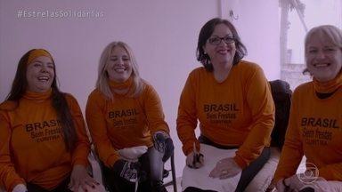Angélica conversa com voluntários do 'Brasil Sem Frestas' - Projeto transforma caixas de leite em chapas de alumínio