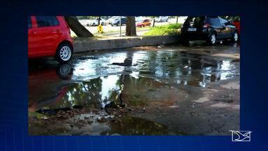Esgoto estourado incomoda moradores de três bairros em São Luís - Moradores do Maranhão Novo, Parque Athenas e Bequimão reclamam do mau cheiro causado por conta do esgoto estourado em algumas ruas dos bairros.