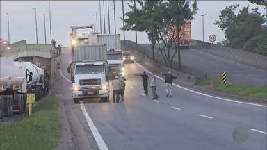 Protesto de caminhoneiros bloqueia acesso ao porto de Santos, SP - Os principais produtos da região de Ribeirão Preto (SP), como calçados, etanol, açúcar e suco de laranja são exportados pelo porto.
