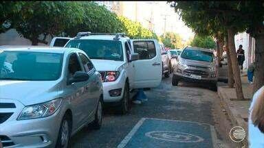 Pais cometem infração de trânsito no retorno dos filhos as escolas - Pais cometem infração de trânsito no retorno dos filhos as escolas