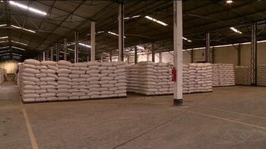Após seis anos, galpões do IBC reabrem no Sul do ES - Agora, produtores rurais podem comprar milho pela metade do preço de mercado.
