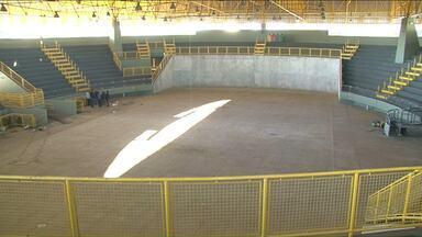 """Com obras por fazer, Noroestão deve ser reinaugurado em breve em Paranavaí - Segundo a prefeitura, faltam alguns """"detalhes"""" para a entrega do ginásio de esportes. No entanto, algumas obras ficarão para depois."""