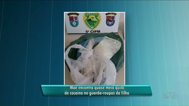 Mãe encontra droga no guarda-roupa da filha e entrega à polícia em São Manoel - Era quase meio quilo de cocaína. A filha está presa no interior de São Paulo, por tráfico de drogas.