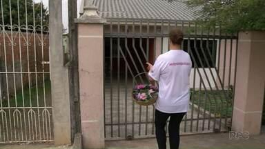 Voluntária de ONG quer divulgar doação de medula óssea para o Papa - A Josefa vende flores pra arrecadar dinheiro e conseguir pagar a viagem para o Vaticano.