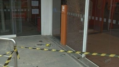 Tentativa de assalto a banco termina com mortos e feridos em Indaiatuba, SP - Na fuga, quadrilha fez uma família refém.